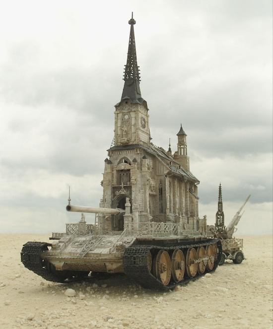 La Iglesia-tanque Tipo 8 de Kris Kuksi